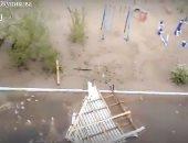 عاصفة عنيفة تقتلع أسقف المنازل والأشجار في مدينة تشيتا بروسيا.. فيديو