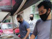 بدل موائد الرحمن.. شباب المنشية الجديدة بشبرا الخيمة يجهزون وجبات ساخنة