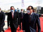 رئيس الوزراء يتفقد أكبر قافلة مساعدات إنسانية يطلقها صندوق تحيا مصر