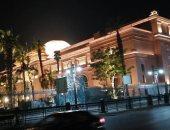 ميدان التحرير قطعة من باريس بعد إضاءة المتحف المصرى ومجمع التحرير.. صور