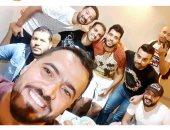 حمدي النقاز يحتفل بخروجه من السجن مع أصدقائه