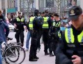 الشرطة الألمانية تفض مظاهرة ضد استمرار إجراءات كورونا فى هامبورج.. فيديو
