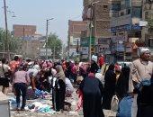 """خوفا من كورونا.. """"يوسف"""" يناشد المسئولين التصدى لازدحام سوق الأحد بشبين القناطر"""