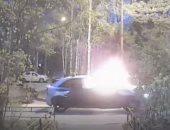 فيديو.. كيف نجا أربعة أشخاص من داخل سيارة تحترق؟