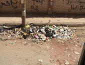 قارق يشكو تراكم القمامة أمام منزلة في شبين الكوم بالمنوفية