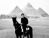 بصورة من 22 عاما.. براين أدامز يسترجع ذكريات زيارته للأهرامات:تجربة رائعة