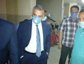 محافظ سوهاج يطمئن على 117 حالة أصيبت بتسمم غذائى فى أخميم.. صور