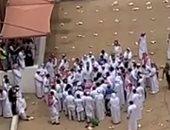 شاهد لحظة دفن الشيخ صالح كامل بحضور أقاربه ومحبيه