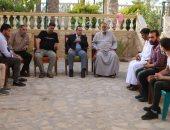 صور.. محافظ شمال سيناء يواسى أسرة شهيد مشاجرة العريش