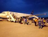صور.. وصول 77 عالقا مصريا فى رحلة قادمة من جيبوتى مرورا بالخرطوم لمرسى علم