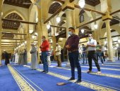 خشوع وكمامات وتباعد بين المصلين فى صلاة التراويح بالجامع الأزهر