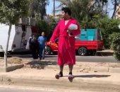 """إسلام إبراهيم بالروب والشبشب فى فيديو طريف من كواليس """"بـ100 وش"""""""