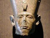 التماثيل الـ10 للملك سنوسرت الأول تصل المتحف الكبير.. تعرف على تاريخ اكتشافها