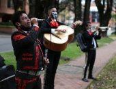 فرقة موسيقية فى كولومبيا تقدم عرضا رمزيا وسط تفشى كورونا