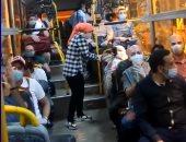 فرحة المصريين العائدين من الخارج داخل أتوبيس يقلهم للعزل الصحى