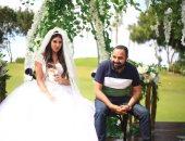 """""""بتاكلى ايه يا ياسمين"""" .. صورة تجمع ياسمين صبرى ومخرج مسلسل فرصة تانية"""