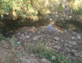 صور ..مخلفات ترعة بقرية بمركز شبرا خيت بالبحيرة تهدد صحة المواطنين