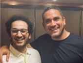 أمير كرارة مداعبا أحمد حلمى: ما أنا عادى أهو