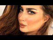 صورة.. زوج عارضة الأزياء اللبنانية الدانة مودل يكشف حملها بهذه القبلة