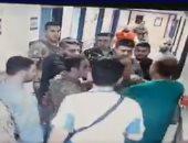 فيديو.. الجيش اللبنانى يعتذر عن اعتداء ضباط باللكمات على طبيب خلال أداء عمله