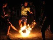 """هنا الألعاب الشهيدة.. """"كرة النار"""" رياضة إندونيسية خطيرة باستخدام الكيروسين"""