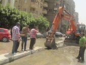 صور.. كسر ماسورة مياه بحدائق القبة شمال القاهرة يتسبب فى انقطاعها عن المنطقة