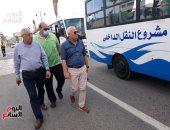 محافظ بورسعيد يتفقد عددا من سيارات النقل الداخلى بعد رفع كفاءتها.. صور