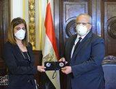 زوجة الشهيد هشام الساكت للأطباء: على العهد ومش هنتخلى عن مريض مهما كانت الظروف