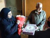 رئيس جامعة طنطا يسلم هدية الرئيس السيسى لأسرة الممرضه ابتسام العمروسى من شهداء الجيش الأبيض