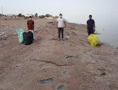 شباب جنوب سيناء يطهرون شواطئ نويبع من المخلفات