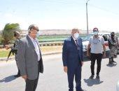 محافظ المنيا يتفقد كورنيش النيل والشوارع لمتابعة التزام المواطنين بالإجراءات