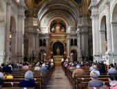الصلاة تعود لكنائس باريس بعد تخفيف قيود كورونا