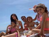 وسط العائلة وعلى شاطئ البحر.. هكذا قضي فابريجاس عطلة الأسبوع.. صورة