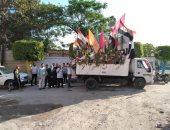 سيارة مجلس مدينة التل الكبير تحتفل بالعيد بالتكبيرات والأغانى الوطنية.. صور