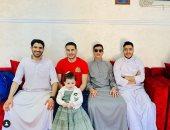 """أكرم وأحمد توفيق يستقبلان عيد الفطر بـ""""الجلاليب"""""""
