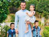 ونش الزمالك يحتفل بعيد الفطر مع أبنائه فى حديقة منزله
