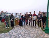 صور.. متطوعون شباب يهدون ملابس العيد للمستحقين فى مدينة العريش