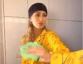 تحدى المراية بالبيجامة.. مايا دياب تتحول لطفلة فى فيديو جديد عبر تيك توك