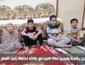 قارئ يشارك بفيديو صلاة العيد مع عائلته احتفالا بعيد الفطر