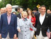 هيلارى كلينتون تستعيد ذكرياتها مع حاكم نيويورك فى يوم الذكرى الوطنى.. صورة