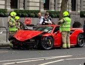 بدون ضحايا.. حادث سير لسيارة مغني شهير تبلغ قيمتها 250 ألف جنيه استرليني.. صور