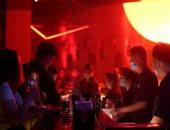 الرقص مع المطهرات.. النوادى الليلية فى الصين تعود لنشاطها