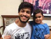 صور.. الطفلة جويرية ومحمد يحتفلان بعيد الفطر مرتدين تيشيرت الشهيد أحمد المنسى