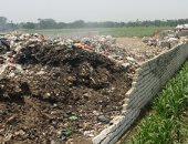 سيبها علينا.. قارئ يشكو من مقلب للقمامة وسط الأراضى الزراعية فى قرية بالمنوفية
