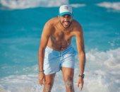 صور.. لاعبون يقضون عيد الفطر على شواطئ البحر