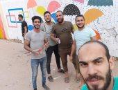 شباب قرية العدلية بالشرقية يستغلون وقت الحظر لتجميل جدران قريتهم