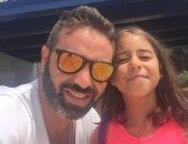 """حازم إمام يحتفل بعيد ميلاد ابنته """"هيا"""" على فيس بوك"""
