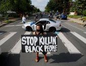 صور.. احتجاجات فى أمريكا بسبب قتل شرطى لرجل أسود خنقا بولاية مينيسوتا