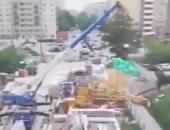 سقوط رافعة عملاقة وانهيار منازل في مقاطعة روسية بسبب سوء الطقس.. فيديو