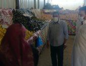 محافظ مطروح يتفقد المعرض اللوجيستى لبيع الخضر والفاكهة.. صور